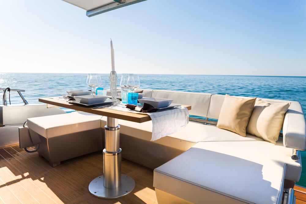 Tappezzeria barca - Moquette Nautica - Cuscineria